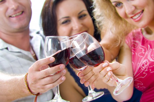 Consommer (très modérément) de l'alcool pourrait finalement avoir un effet bénéfique