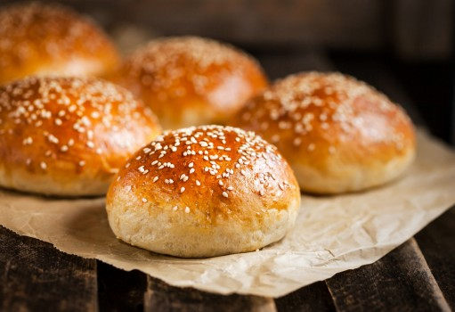 Petits pains de son et fromage blanc (pour 10 petits pains) Information nutritionnelle : 23 g de glucides par petit pain